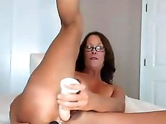 Thick White Milf Does Both Holes