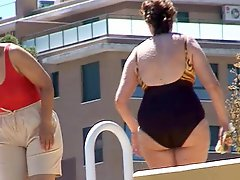 Swimmingpool Milfs