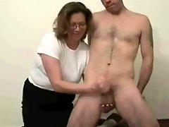 Mature slut loves to jerk stranger Amateur Older