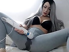Sexy Milf Squirt In Leggings