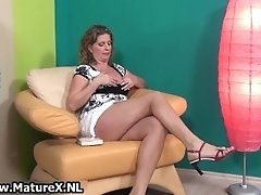 Sexy Mature Lady In High Heels Loves Playing With Her O