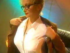 Big Tits Hottie In Glasses & Nylons Gets Heated Up & Starts Masturbating